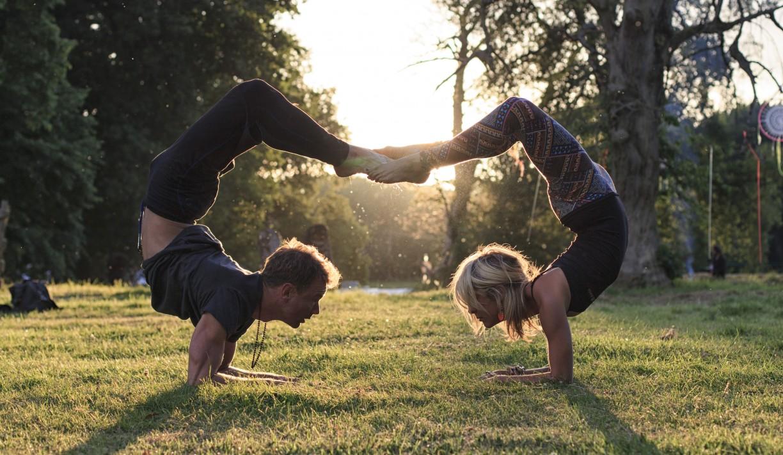 Emma Bonnici & Davin Jones Kanga Yoga Scorpio love at Yoga Connects Festival