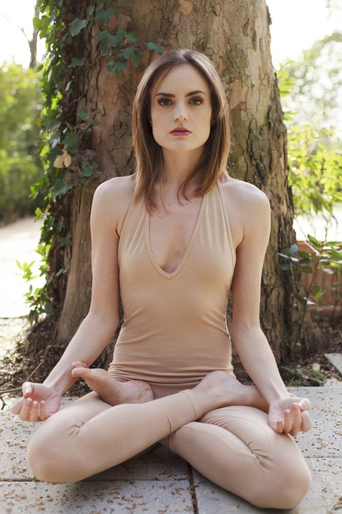 Sarah Jane Yoga Photos, Rome, Italy - Elad Itzkin Yoga Photography
