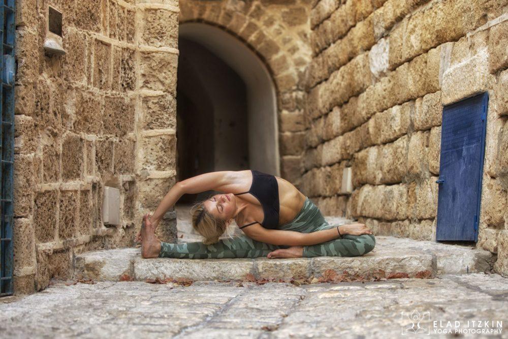 Elad Itzkin Yoga Photography - Kim Bassen and Eyal Mayer - ELAD4506